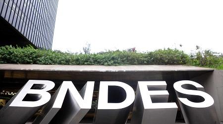 Letreiro do BNDES em letras de forma